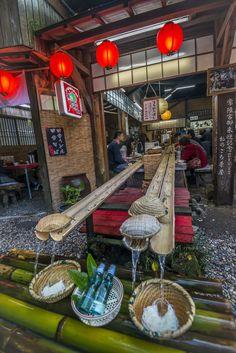 Deuxième journée sur Kyushu. Nous devons nous lever tôt car le petit déjeuner traditionnel est servi dans une salle privée à 8h et si nous souhaitons prendre un dernier bain, il ne faut pas trainer…