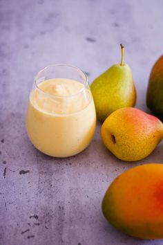 Made with pears, mango, milk and Greek yogurt, this pear mango smoothies makes a perfect light, refreshing breakfast. Mango Smoothies, Mango Smoothie Recipes, Smoothie Recipes For Kids, Breakfast Smoothie Recipes, Juicer Recipes, Yummy Smoothies, Drink Recipes, Brunch Dishes, Morning Food