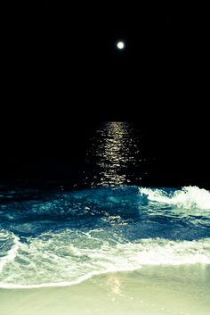 Moonlight on the waves Beautiful Moon, Beautiful World, Beautiful Places, Beautiful Pictures, Ocean At Night, Beach At Night, Night Sea, Dark Night, Night Swimming