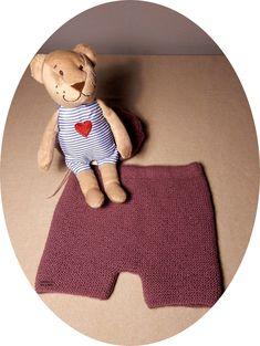 Explicación pantalón corto sencillo para bebé – El castillo de lana Knitting For Kids, Baby Knitting, Bebe Baby, Knit Or Crochet, Onesies, Kids Rugs, Pattern, Crafts, Knitting Patterns