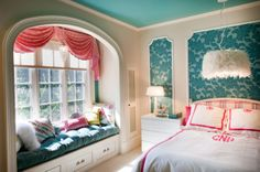 Coral and turquoise bedroom by InDesign / Lori Ludwick