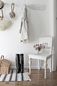 Little Inspirations: Entry Storage