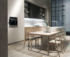 #Cocinas #modernas con isla. #porcelanico #Touché #iTOPker de #Inalco para #encimeras y #bancadas, inspirada en los clásicos mármoles de alto valor.