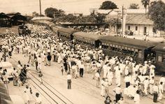 Publico esta foto de la Estación del Ferrocarril en Girardot, por la importancia que tuvo para muchos tolimenses en los años de gloria del transporte de pasajeros por tren. Esta estación fue el paso obligado de muchos ibaguereños desde y hacia Bogotá. En su época de gloria, Girardot era un importante puerto fluvial, ferroviario y aéreo.