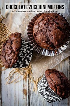 chocolate zucchini muffins are a great way to use up all that garden zucchini! Moist, chocolatey, delicious muffins that everyone will love! Köstliche Desserts, Delicious Desserts, Dessert Recipes, Yummy Food, Yummy Recipes, Baking Recipes, Zucchini Muffin Recipes, Healthy Muffin Recipes, Breads