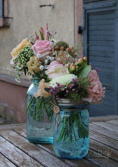 Original Mason Jar Gläser für Deine Vintage-Hochzeit. Gefunden bei #weddstyle www.weddstyle.de/vintage-hochzeit-vasen-mieten.html #Mason Jars #ball mason