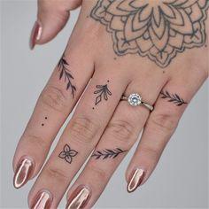 Henna Finger Tattoo, Cool Finger Tattoos, Finger Tattoo For Women, Finger Tats, Simple Tattoo Designs, Finger Tattoo Designs, Tattoo Designs For Women, Little Tattoos, Small Tattoos