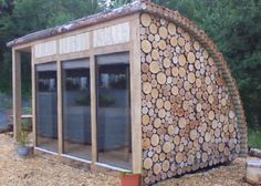 small camping pod or garden office room. Love the idea of bringing logs up the sides and over the roof. That's the bit that interests me. Cordwood Homes, Garden Pods, Camping Pod, Small Room Design, Tiny House Cabin, Garden Studio, Garden Buildings, Architecture, Firewood