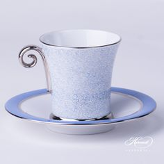 Herend porcelainMochaCup with Saucer– Herend Onyx Blue withPlatinum pattern. You will receive the followings: 1 pc –MochaCup – vol 1,2 dl(4 OZ) 4914-2-00 ONYXB-PT –Blue1 pc – Saucer– diam 12,5 cm(4.9″D) 4912-1-00 CB1SVT-PT –Blue Total: 2 pieces Herend porcelain items The Onyx Blue withPlatinum decor is a modern special Herendpattern.It is available in Lilac and …