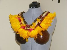 This item is a handmade tahitian chest plate that is easy to wear and has a velcro closure in the back. It is completely lined with soft felt and looks even more striking in person. Hawaiian Themed Outfits, Tahiti, Luau, Hand Sewing, Halloween Costumes, Wreaths, Plates, Trending Outfits, Unique Jewelry