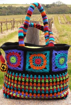 My Dolce & Gabanna look alike crochet bag. - My Dolce & Gabanna look alike crochet bag. Bag Crochet, Crochet Shell Stitch, Crochet Handbags, Crochet Purses, Crochet Granny, Crochet Crafts, Free Crochet, Mobiles En Crochet, Crochet Mobile