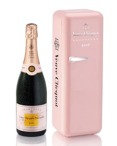Veuve Clicquot Brut - de R$269,00 por R$196,00 até dia 03/02.  http://www.coquelux.com.br/gourmet/janeiro-2032/champagnes-lvmh.html?parceiro=13561_source=pinterest_medium=produto_campaign=pinterest-produto-lvmh_s05_2013