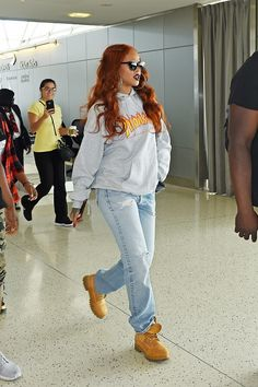 Rihanna leaves the airport in a casual gray Thrasher sweatshirt, boyfriend jeans, and Timberland suede boots Street Style Rihanna, Mode Rihanna, Rihanna Outfits, Celebrity Outfits, Boyfriend Jeans, Timberland Outfits Women, Thrasher Sweatshirt, Jeans And Hoodie, Rihanna Looks