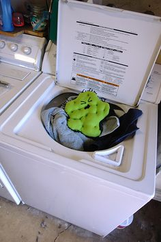 How to Sanitize Your Laundry on http://www.feelslikehomeblog.com