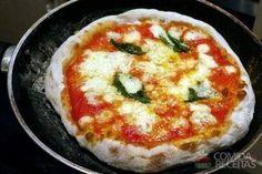 Receita de Pizza de frigideira diferente em receitas de salgados, veja essa e outras receitas aqui!