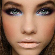 Un makeup eyes sulle tonalità viola e azzurre per risaltare con i contrasti gli occhi verdi.. Provatelo anche voi! https://www.facebook.com/photo.php?fbid=10151908109403387&set=a.403085738386.177356.278789638386&type=1&theater