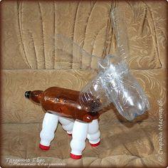 Con botellas de plástico haz un lindo burrito mira este tutorial ~ Mimundomanual Tin Can Crafts, Clay Pot Crafts, Diy And Crafts, Crafts For Kids, Paper Crafts, Glass Bottle Crafts, Plastic Bottle Crafts, Bottle Art, Plastic Bottles