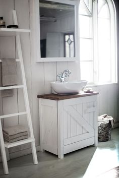 We are specialists in one area: The bathroom. Where we strive to develop the best products in the bathroom furniture, bath, shower and toilet, piece by piece, without losing the overall look. Bathroom Bench, Ikea Bathroom, Upstairs Bathrooms, Bathroom Toilets, Bathroom Furniture, Wood Bathroom, White Bathroom, Bathroom Ideas, Country Style Bathrooms