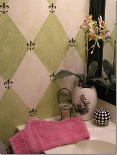 tutorial for how to measure off this harlequin diamond pattern for paint,  and this GORGEOUS painted wall!!! crafty-stuff