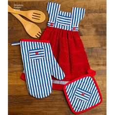 These adorable towel dresses will add some fun to your kitchen. Dresses tie over towel rack, oven door handle, or anywhere else you might need a hand towel. Miniature pot holders and oven mitts also included. Simplicity sewing pattern.