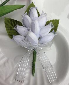 9 Jordan Almonds Italian Confetti Bouquet Favors...Don't forget personalized napkins for your wedding reception! www.napkinspersonalized.com