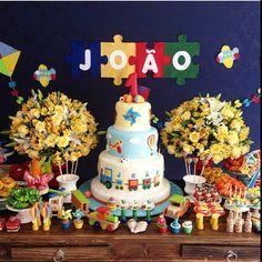 Olha que Linda essa festa tema #brinquedos!!! #festabrinquedos #festainfantil #mae_festeira por @mariliafernandescomemora