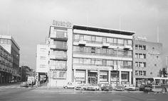 Grote Markt noordzijde, oostelijk gedeelte met het gebouw van de Amsterdam-Rotterdam Bank, 1975