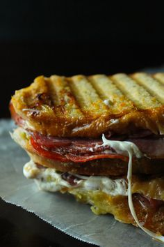 This panini is loaded with meat and melty mozzarella and sweet sun-dried tomatoes. It's a real winner! Panini Sandwiches, Turkey Sandwiches, Wrap Sandwiches, Dinner Sandwiches, Tacos, Italian Panini, Panini Recipes, Sandwich Maker Recipes, Wraps