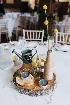 Natur-Blick-Senf-Gelb-Scheunen-Hochzeit - Love is a many splendored thing. Flower Centerpieces, Wedding Centerpieces, Wedding Decorations, Yellow Centerpiece Wedding, Centrepieces, Wedding Bouquets, Mustard Yellow Wedding, Wedding Yellow, Rustic Wedding