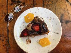 "@ladykallisti on Instagram: ""[A fantastic carrot-cake ❤️] #cakes #carrotcake #carrotcakeday #fresh #hotcake #driedfruits #strawberries🍓 #orange🍊 #cakeoftheday…"" Food Fantasy, Carrot Cake, Strawberries, Carrots, Steak, Cakes, Fresh, Orange, Instagram"