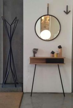 Ideas Recibidor, Minimal Living, Mid Century Style, Dressing Table, Minimalist Home, Console Table, Mirrors, Architecture Design, Home And Garden