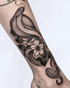Two snake tattoo design 68 New Ideas Forearm Tattoos, Body Art Tattoos, Tattoo Drawings, Japanese Tattoo Designs, Japanese Sleeve Tattoos, Japanese Snake Tattoo, Cute Tattoos, Beautiful Tattoos, Tatoos