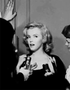 Marilyn Monroe Posts - Outside her apartment: June 21,1956