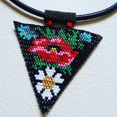 Beaded Earrings Patterns, Bead Loom Patterns, Beaded Brooch, Beading Patterns, Bead Embroidery Jewelry, Beaded Embroidery, Beaded Jewelry, Seed Bead Flowers, Beaded Flowers