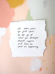 Jossain vaiheessa sinun on vain päästettävä irti siitä, mitä ajattelit, että pitäisi tapahtua ja alettava elää sitä, mikä tapahtuu. Viikon ajatus: suunnitelmista - Pupulandia | Lily.fi