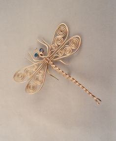 Wire Jewelry dragonfly pin from ahlene welsh. She has lots of other beautiful creatures on her website Wire Crafts, Jewelry Crafts, Jewelry Art, Beaded Jewelry, Handmade Jewelry, Wire Jewellery, Jewellery Shops, Jewellery Supplies, Jewlery