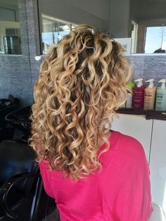 Classic Ouidad cut - Hairstyles For All Blonde Curly Hair, Curly Hair Cuts, Curly Hair Styles, Curly Girl, Permed Hairstyles, Cool Hairstyles, Hairdos, Braided Hairstyles, Up Dos