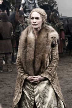 Game of Thrones' Cersei Lannister: The woman we love to hate. She's so cunning, intelligent, and dresses to kill (pun intended, guys!) — it's hard not to want to do a Cersei Lannister costume analysis. Costumes Game Of Thrones, Game Of Thrones Cersei, Game Of Thrones Tv, Game Of Thrones Characters, Lena Headey, Cersei Lannister Costume, Cercei Lannister, Cersei Lannister Aesthetic, Daenerys Targaryen