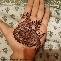 Girls paint their hands and legs with lovely and pretty new mehndi designs. These stunning mehndi designs are perfect for everybody. Mehndi Designs For Girls, Bridal Henna Designs, Mehndi Designs For Fingers, Best Mehndi Designs, Arabic Mehndi Designs, Mehandi Designs, Mehndi Patterns, Intricate Tattoo, Hand Mehndi