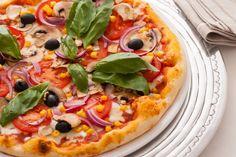 Pizza ételfotózás. Hangulatos képek készíthetőek a főzés helyszínén is.  http://zoomstudio.hu/termekfotozas-etelfotozas/