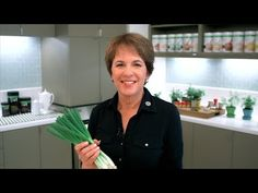 Cooking with onions: How to select and cut an onion. We prepare dishes using onions every day but often reach for the same familiar yellow onion in the market. There's a whole world of onion types and flavors. Explore them with Susan Bowman, the licensed nutritionist that works with Herbalife.