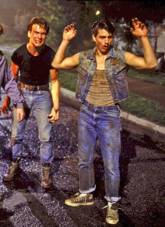 See fighting in real life is bad! It can result in bad bruises, possibly, broken ribs or worse.In movie fighting is really make-up.Tom Cruise and Patrick Swayze in The Outsiders The Outsiders Steve, The Outsiders Cast, Outsiders Tv, Ralph Macchio, Darry, Cinema, Avatar, Patrick Swayze, The Outsiders
