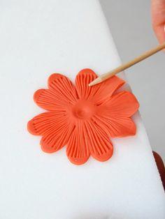 Cupcakes a diario: Tutorial para hacer mini hibiscus y la historia de mi cortador imprescindible  ~ Polymer Clay Flowers