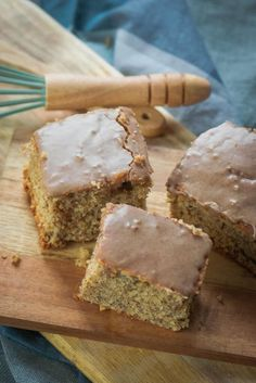 Super juicy nut cake with delicious cinnamon icing - simply Malene Easy Smoothie Recipes, Easy Cake Recipes, Food Cakes, Law Carb, Walnut Cake, Fall Desserts, Ice Cream Recipes, Cakes And More, Cake Cookies
