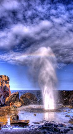 The Nakalele blowhole in northwest Maui, Hawaii • photo: EncinoMan on Flickr