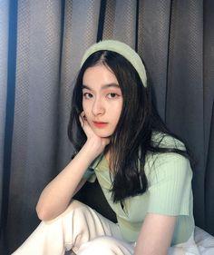 Pretty Korean Girls, Cute Korean Girl, Asian Girl, Cool Girl Pictures, Girl Photos, Cute Young Girl, Cute Girls, Ootd Poses, Beautiful Girl Makeup