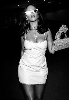 Rihanna Mode, Rihanna Riri, Rihanna Style, Rihanna Outfits, Black And White Picture Wall, Black N White, Le Style Du Jenner, Rihanna Looks, Look Retro