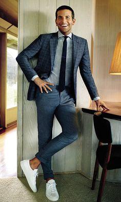 Dress up en pak die dag bij de kladden. #stijl #herenstijl #herenmode #mannenmode #klasse #blazer #colbert #wittesneakers