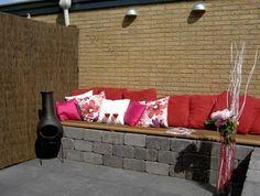 Bank steen Garden Furniture, Outdoor Furniture, Outdoor Sofa, Outdoor Decor, Xeriscaping, Small Gardens, Garden Inspiration, Garden Ideas, Interior And Exterior