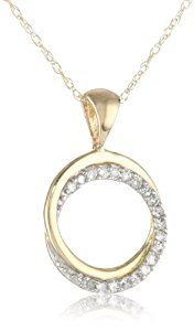 Timeless diamond sparkle mixed with a up to date design create the pretty Yellow Gold Diamond Circle Pendant Necklace. A refined open-circle pendant boasts Women's Jewelry Sets, Jewelry Necklaces, Women Jewelry, Fashion Jewelry, Fine Jewelry, Interlocking Circle Necklace, Circle Pendant Necklace, Beautiful Necklaces, Pendants